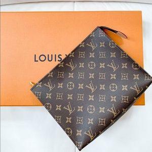Louis Vuitton Toiletry pouch 26 in Monogram
